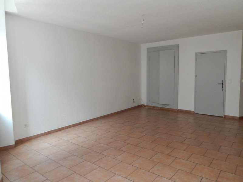 Location appartement Salernes 600€ CC - Photo 2
