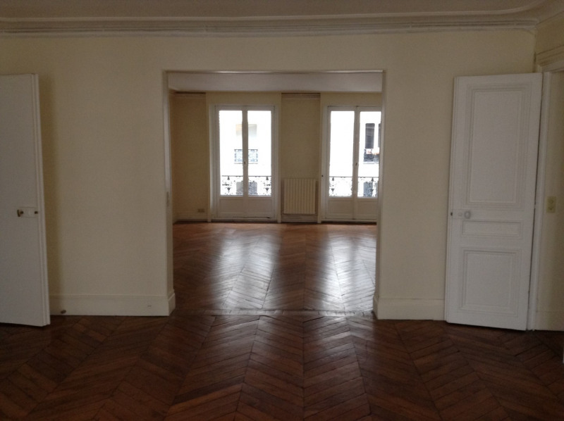 Location appartement Paris 8ème 3 900€ CC - Photo 1