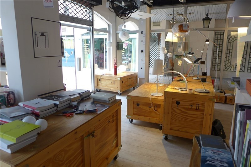 Location local commercial Garches 1 272€ HT/HC - Photo 4