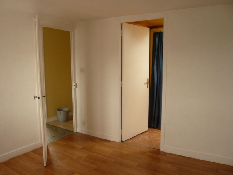 Rental apartment Laval 288€ CC - Picture 2