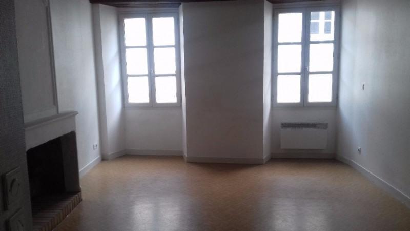 Rental apartment Laval 403€ CC - Picture 1