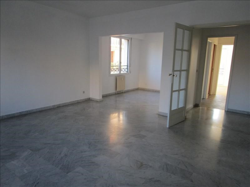 Rental apartment Quartier revolution 830€ CC - Picture 2