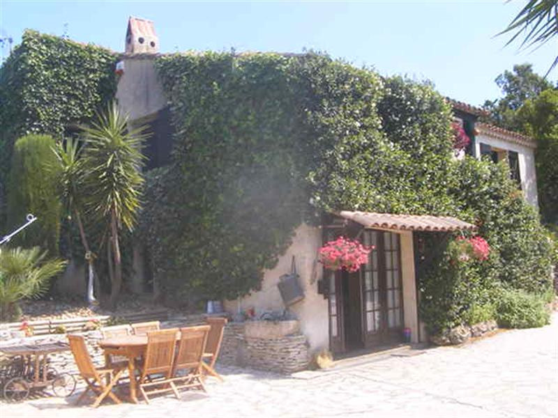Sale house / villa Les issambres 1 000 000€ - Picture 1