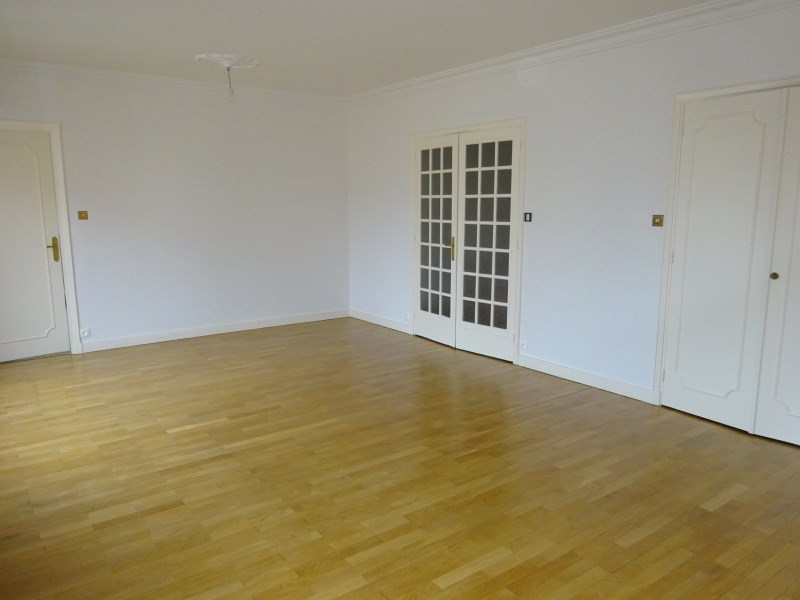 Rental apartment Oullins 1 290€ CC - Picture 1