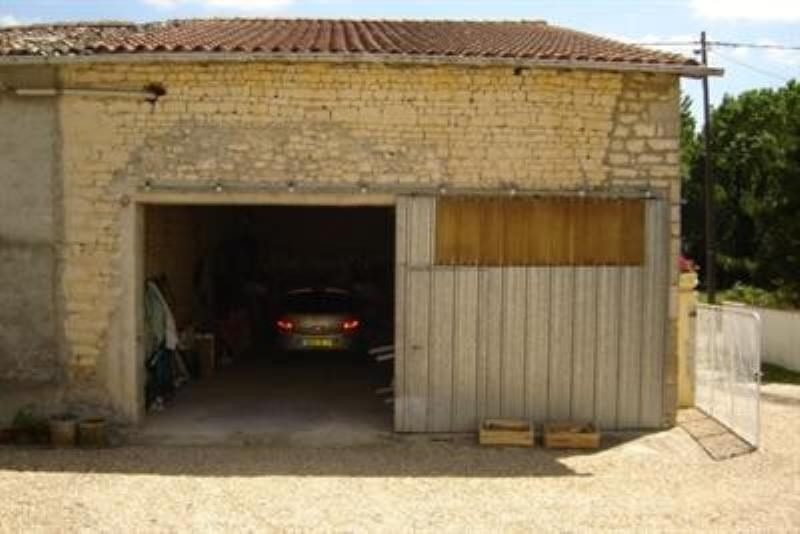 Sale house / villa St jean d angely 152800€ - Picture 4