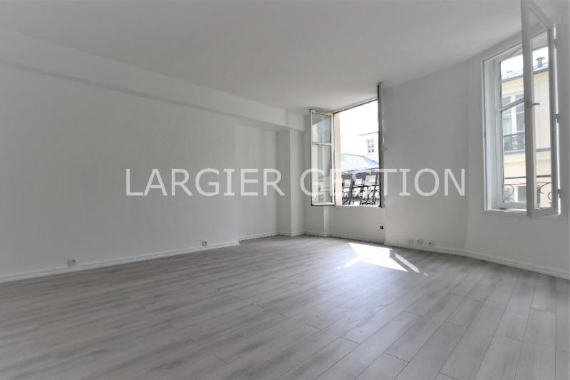 Location appartement Paris 2ème 2 340€ CC - Photo 2