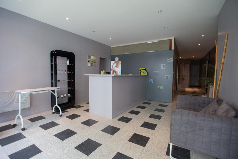 Location local commercial St omer 800€ CC - Photo 1