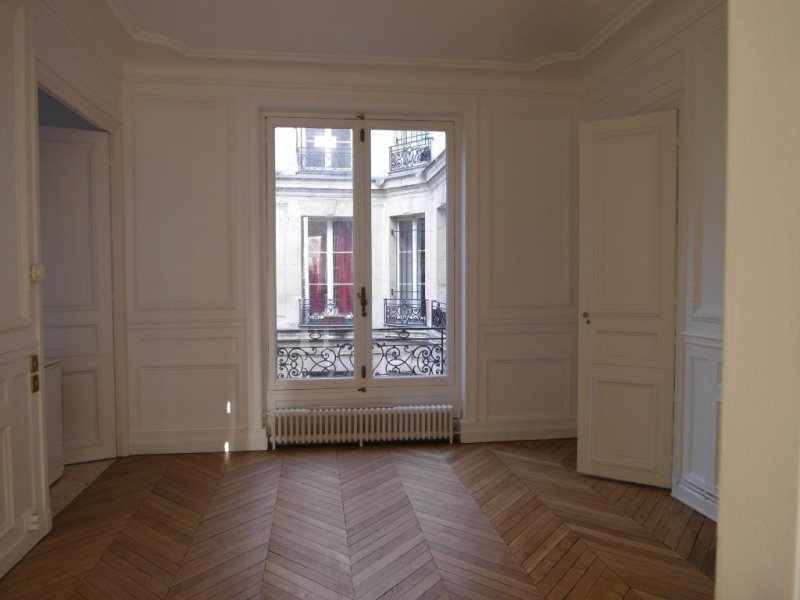 Rental apartment Paris 8ème 3947€ CC - Picture 2