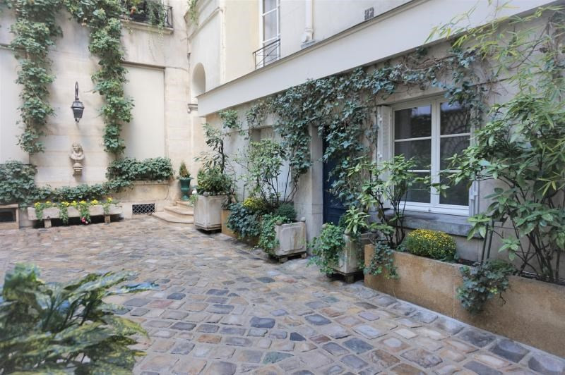 Sale apartment Paris 1er 245 000€ - Picture 1