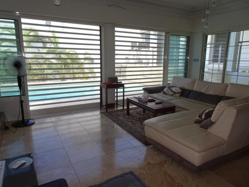 Deluxe sale house / villa La possession 570000€ - Picture 10