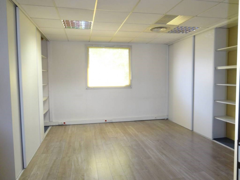 Location bureau Montfavet 2 876€ CC - Photo 5