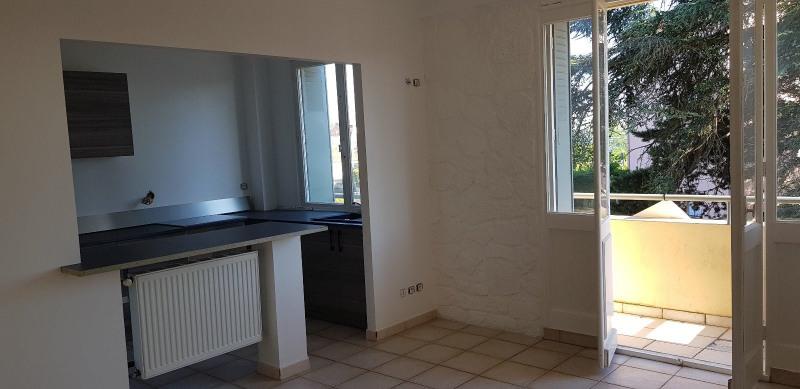 Rental apartment Sathonay camp 700€ CC - Picture 2
