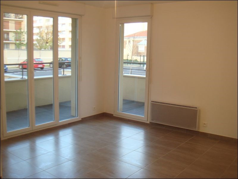 Location appartement Viry-chatillon 956€ CC - Photo 2