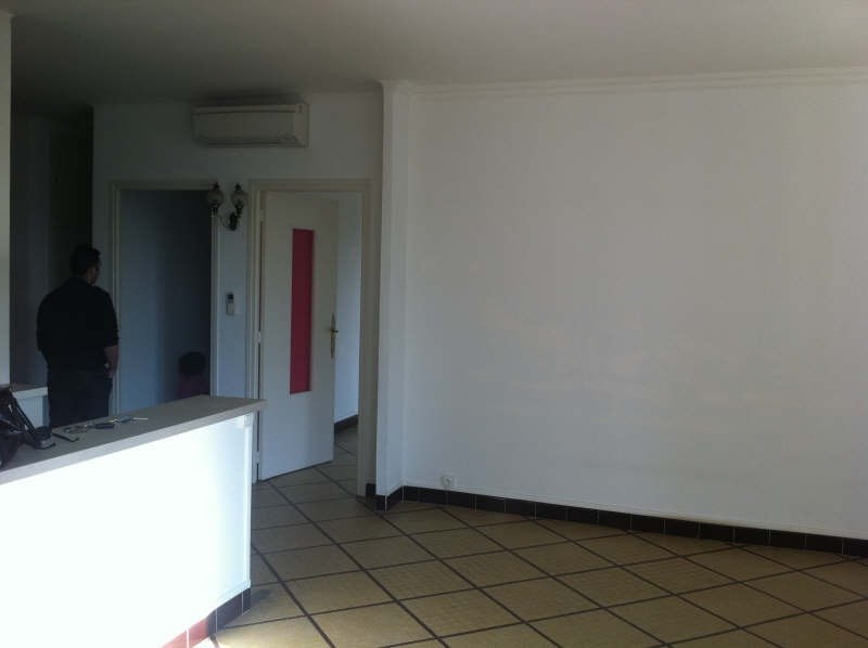 Location appartement Nimes 810€ CC - Photo 3