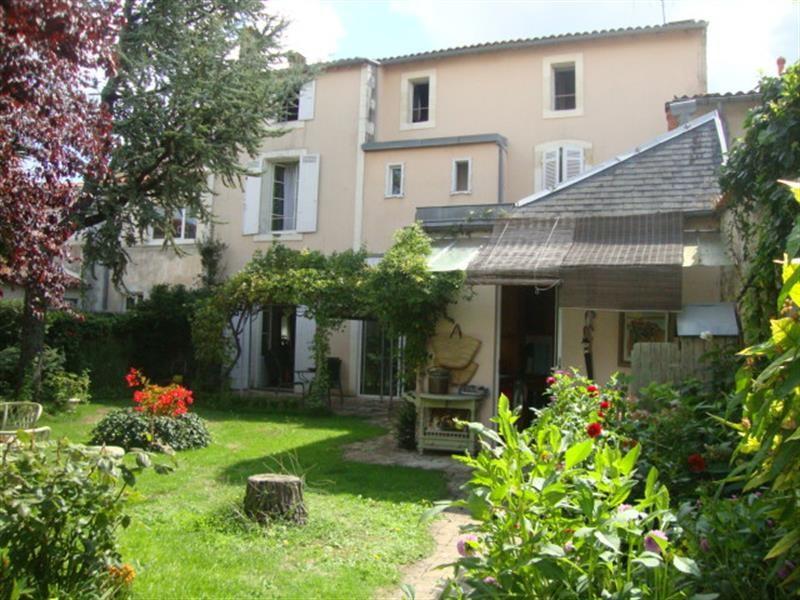 Sale house / villa Saint-jean-d'angély 327050€ - Picture 12