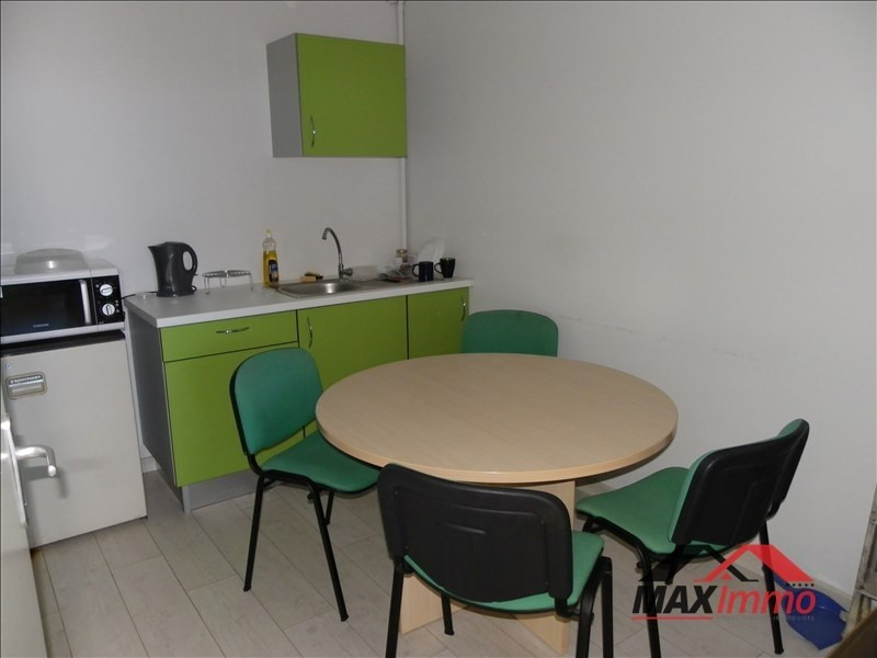 Location local commercial St  louis 2 640€ HT/HC - Photo 4