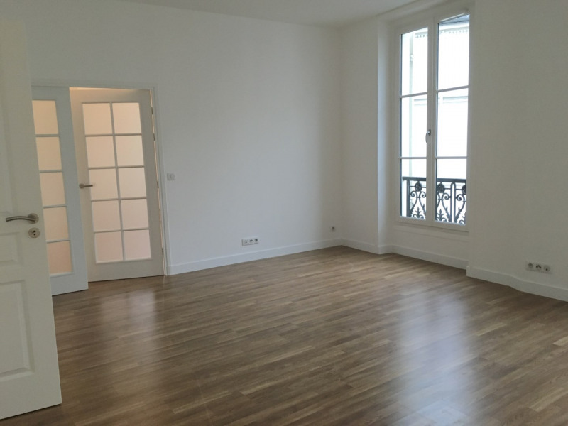 Location appartement Paris 11ème 2 627€ CC - Photo 4
