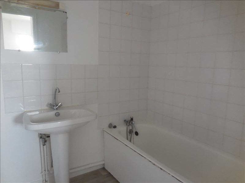 Rental apartment La roche sur yon 249€ CC - Picture 4
