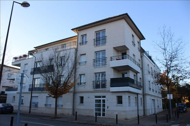 Rental apartment Guyancourt 801€ CC - Picture 1