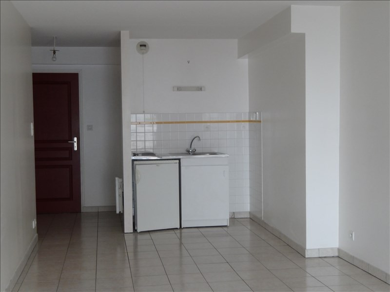 Location appartement La roche sur yon 318€ CC - Photo 1