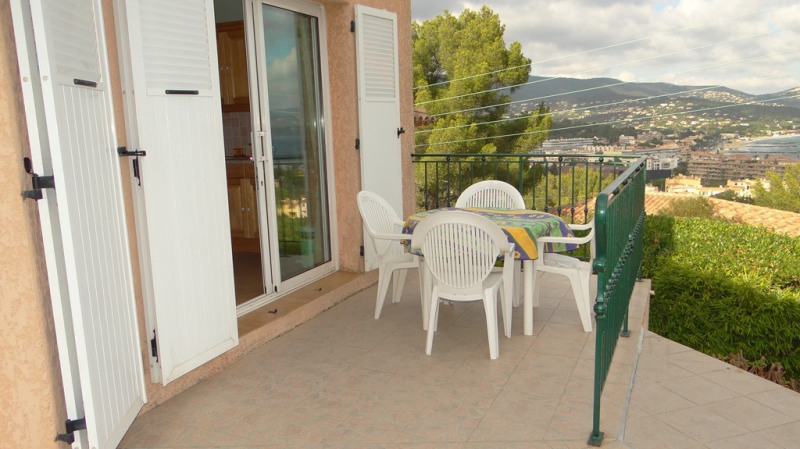 Vacation rental house / villa Cavalaire sur mer 1 400€ - Picture 3