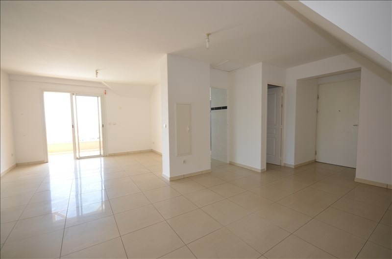 Rental apartment St pierre 680€ CC - Picture 2