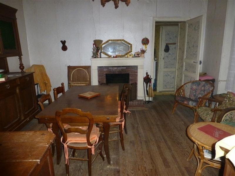 Sale house / villa Saint-jean-d'angély 75000€ - Picture 3