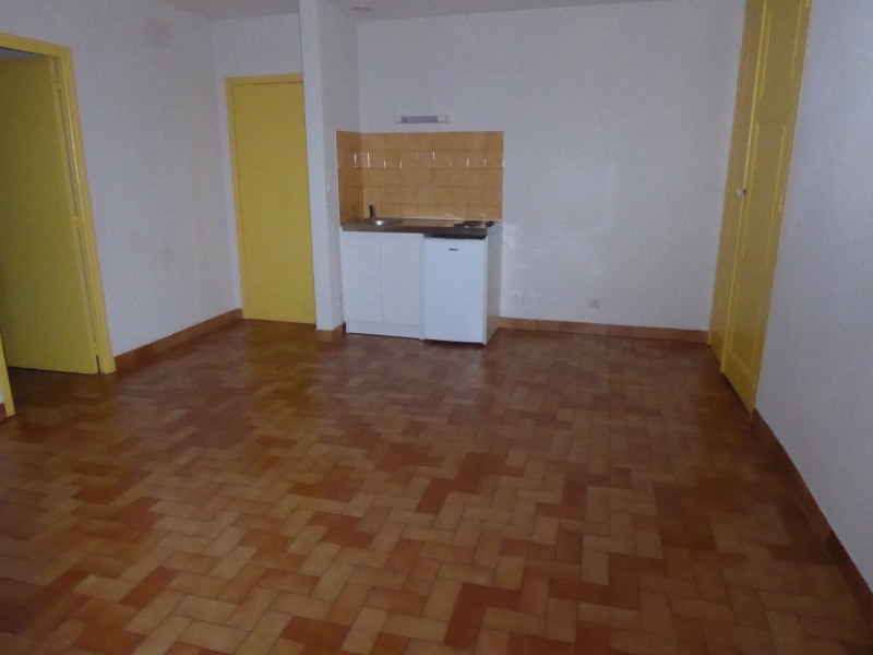 Location appartement Aubenas 302€ CC - Photo 2