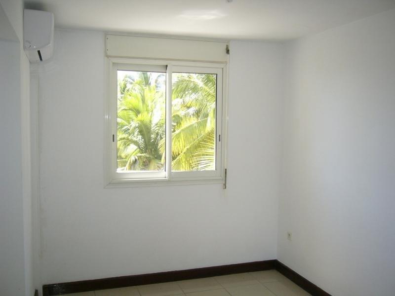 Rental apartment St denis camelias 630€ CC - Picture 5