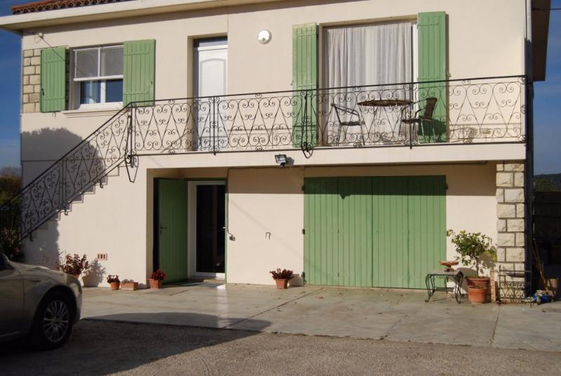 Location maison / villa Fontvieille 1080€ CC - Photo 2