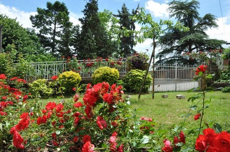 Sale house / villa Villefranche sur saone 235000€ - Picture 2