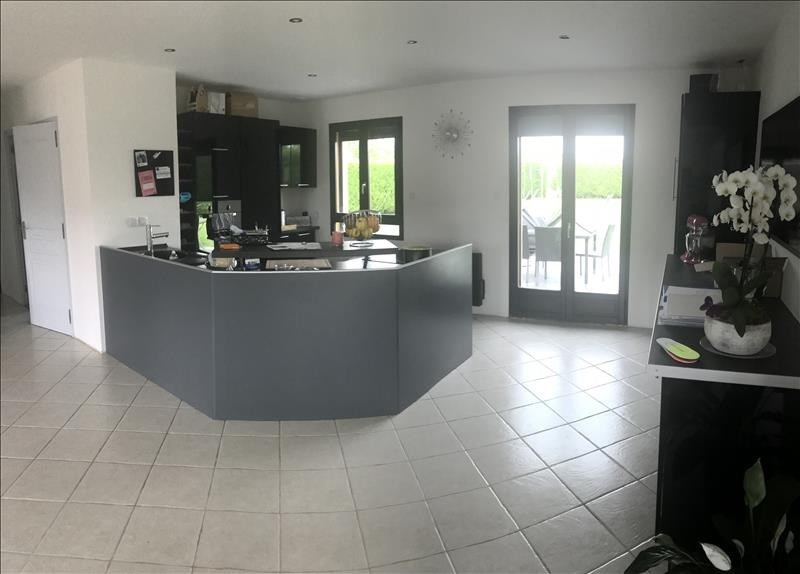 Sale house / villa Montreuil sur epte 219320€ - Picture 2