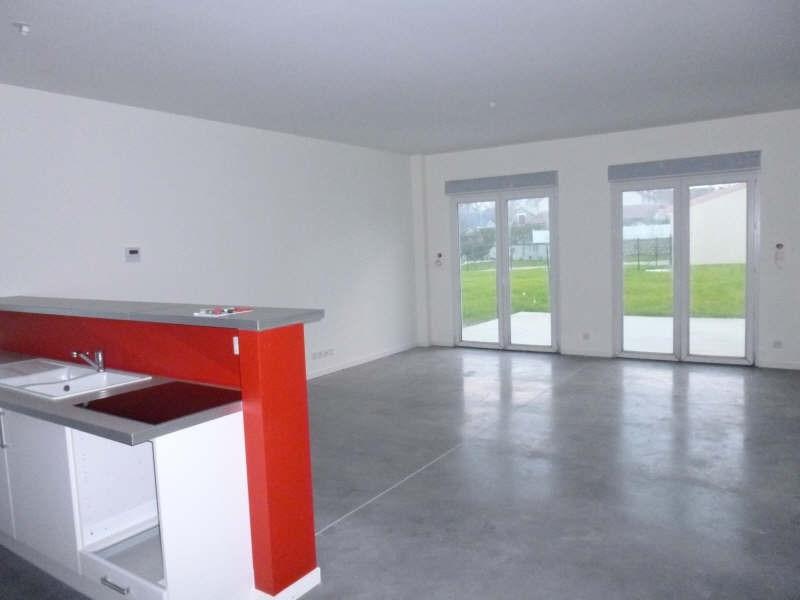 Location maison / villa Jaunay clan 855€ CC - Photo 3