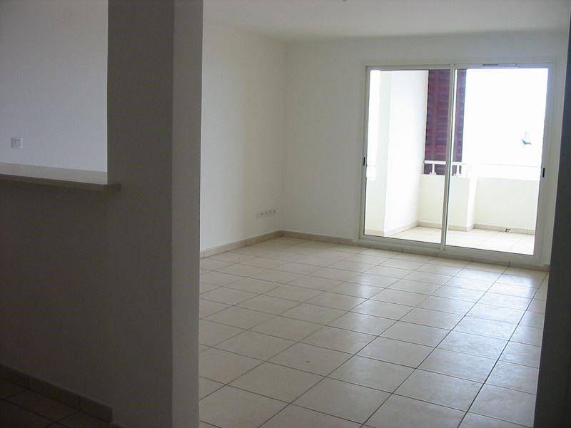 Location appartement Ste clotilde 700€ CC - Photo 3