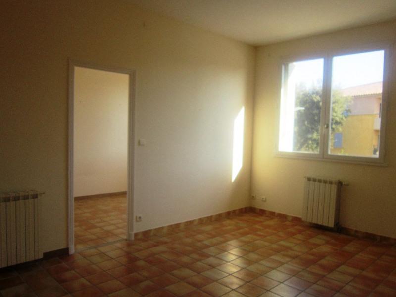 Rental apartment Lambesc 650€ CC - Picture 3