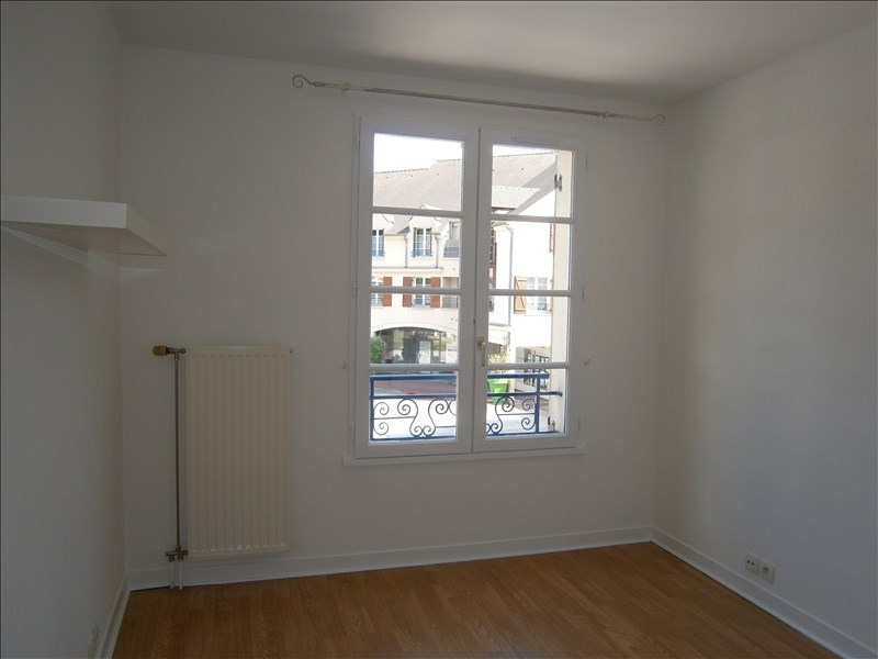 Location appartement Buc 870€ CC - Photo 3