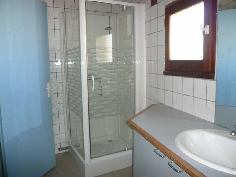 Location appartement Prignac et marcamps 573€ CC - Photo 5