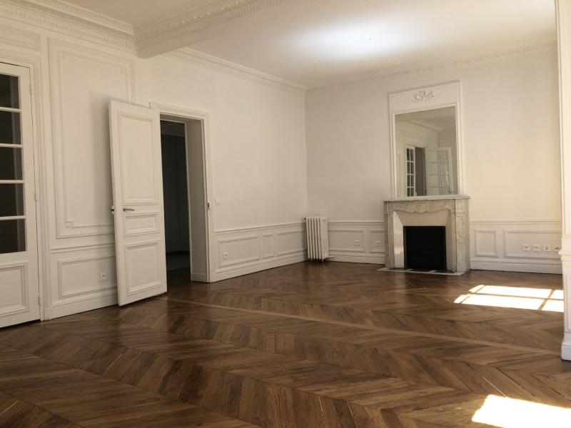 Rental apartment Paris 4ème 3746€ CC - Picture 2