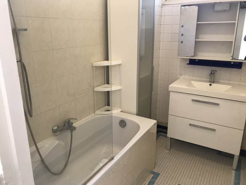 Rental apartment Courbevoie 985€ CC - Picture 3