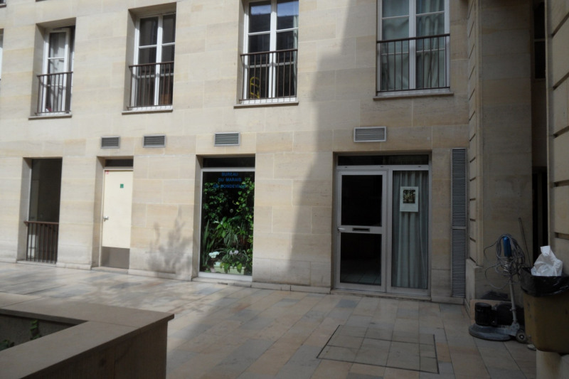 Vente bureau Paris 3ème 399 000€ - Photo 2