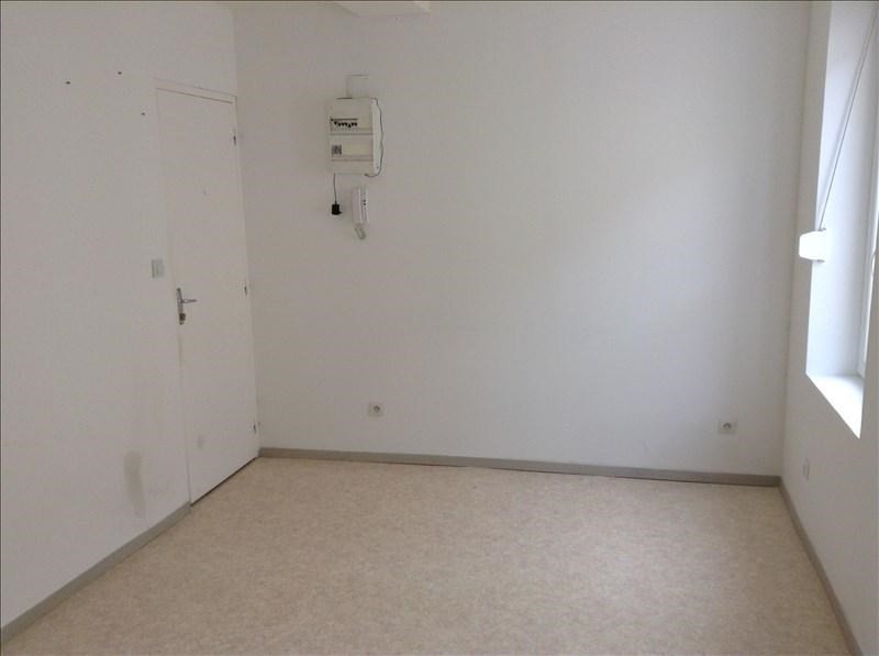 Rental apartment St quentin 370€ CC - Picture 2