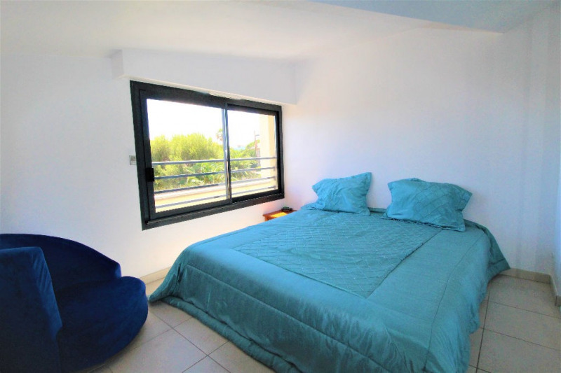Deluxe sale apartment Cannes 839000€ - Picture 9