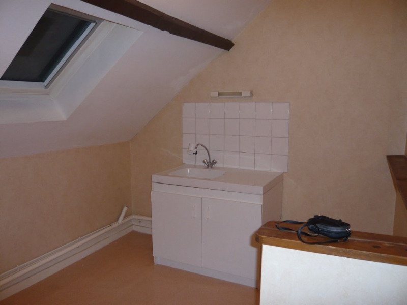 Rental apartment Meslay du maine 264€ CC - Picture 2