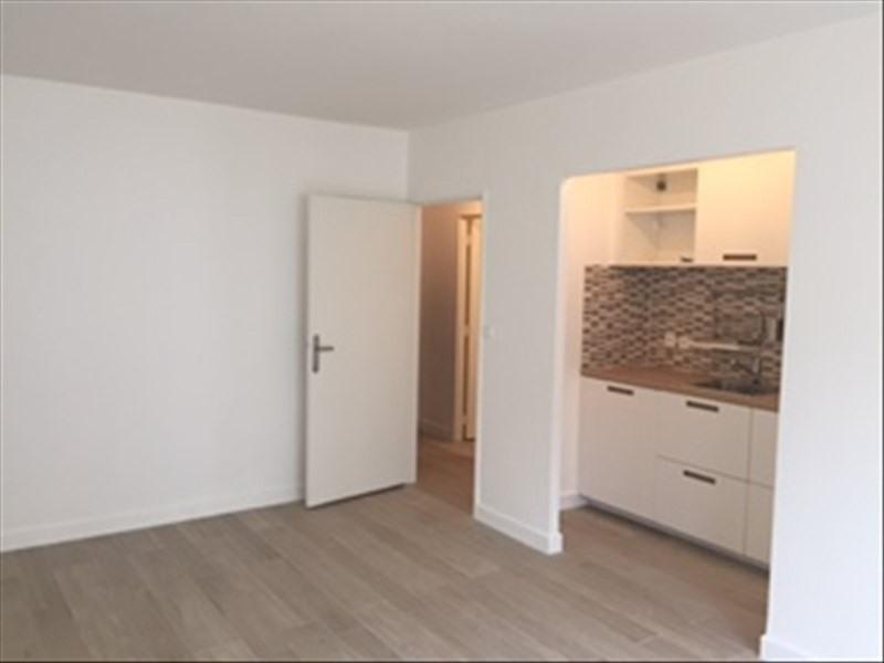 Rental apartment Paris 18ème 950€cc - Picture 3