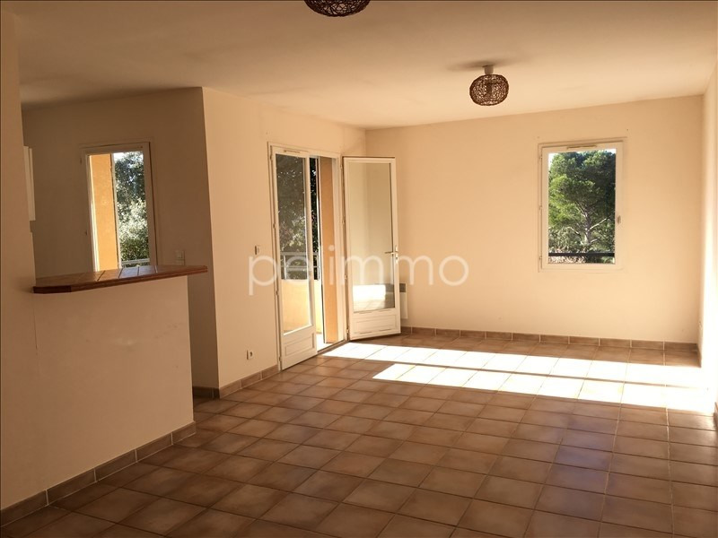 Rental apartment Lambesc 707€ CC - Picture 2