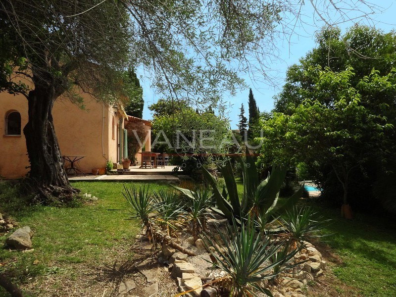 Vente de prestige maison / villa Antibes 1030000€ - Photo 2
