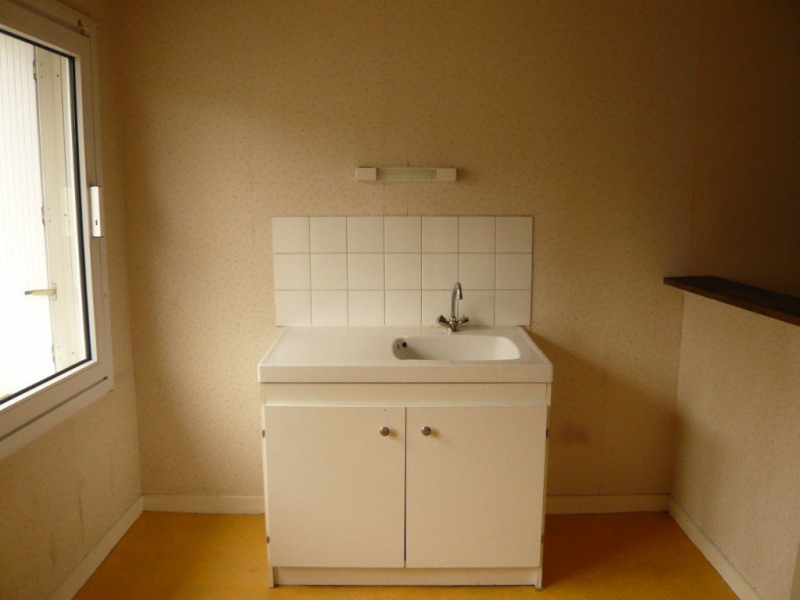 Rental apartment Meslay du maine 313€ CC - Picture 1