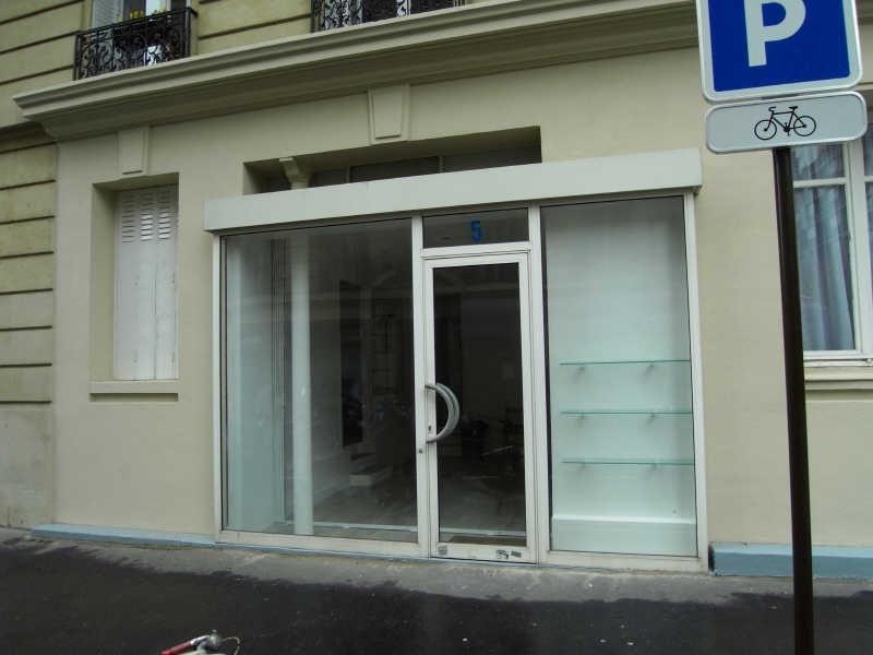 Locação loja Paris 15ème 950€ HT/HC - Fotografia 1