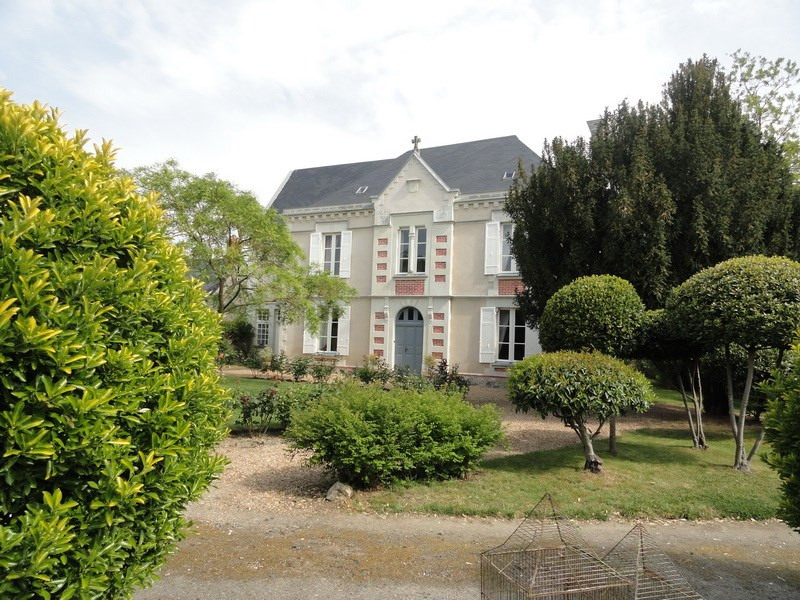 Deluxe sale house / villa Angers nord 35 mn 477000€ - Picture 1