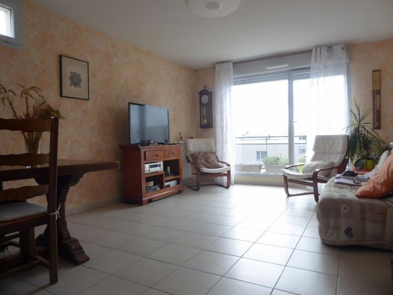 Sale apartment Vaulx en velin 210000€ - Picture 2